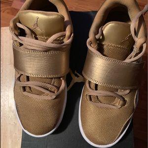 Jordan J23 Sneakers (metallic gold)